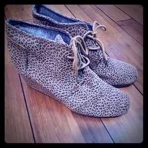 Leopard print TOMS wedge sneaker size 10